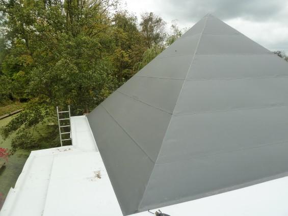 Piramidedak met een Alkordesign Antracietkleurige dakbedekking | Passie voor techniek - EchtWerk.nl