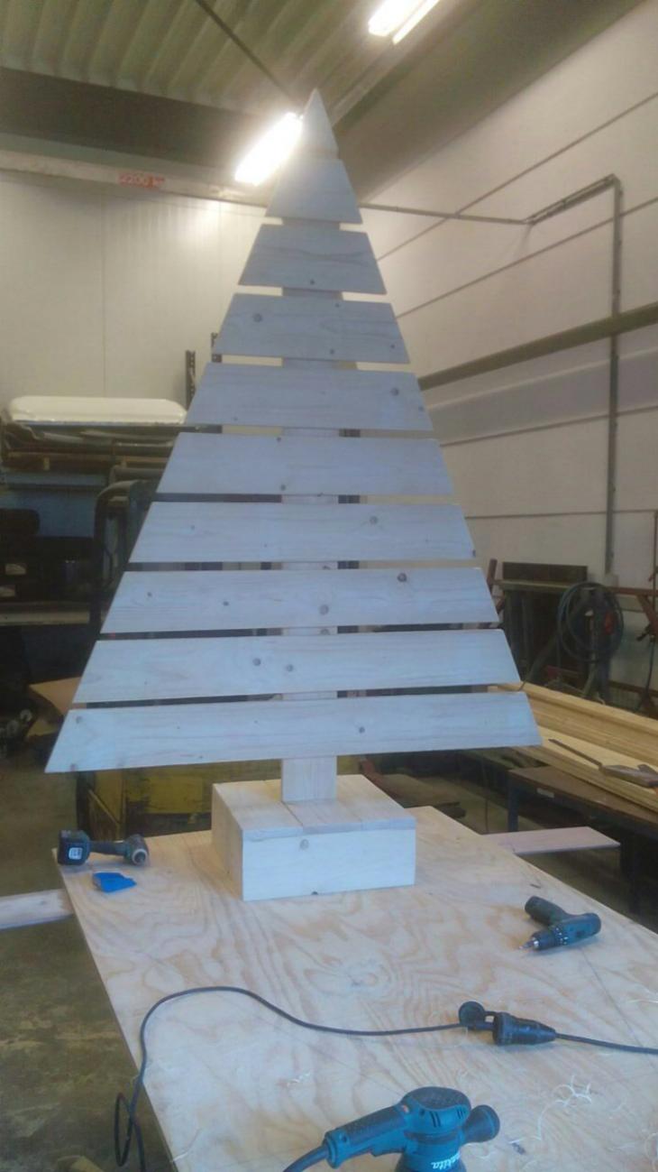 Houten kerstboom | Passie voor techniek - EchtWerk.nl