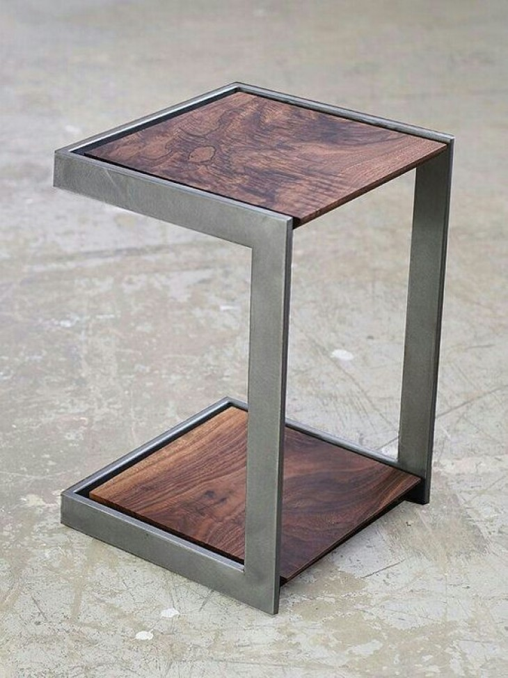Bijzet tafel van hout en metaal | Passie voor techniek - EchtWerk.nl